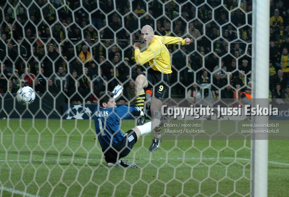 Jan Koller.<br /> Borussia Dortmund - Real Madrid, Mestarien liiga 25.2.2006.&amp;#xA;Photo: Jussi Eskola