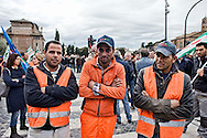 Roma 12 Novembre 2013<br /> Sciopero dei lavoratori della Metro C  per  chiedere lo sblocco, come da accordi gi&agrave; sottoscritti, con il Comune di Roma,  del pagamento dei 253 milioni dovuti al consorzio metro C. <br /> Rome November 12, 2013<br /> Strike of  workers  of the construction site subway C,  ask for the unlocking , as from undersigned accords already  with the City of Rome, of  the payment of 253 million due to the consortium  subway C.