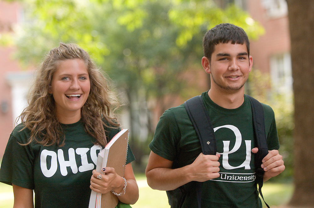 18363Students On Campus Fall 2007..Shandi Huber and Andrew Mutlu