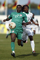 Fotball<br /> African Nations Cup 2004<br /> Afrika mesterskapet 2004<br /> Foto: Digitalsport<br /> NORWAY ONLY<br />  FIRST ROUND - GROUP D - 040131 - NIGERIA v SOUTH AFRICA - JULIUS AGHAHOWA (NIG) / JACOB LEKGETHO (RSA) - PHOTO JEAN MARIE HERVIO / Digitalsport<br />  *** Local Caption *** 40001018
