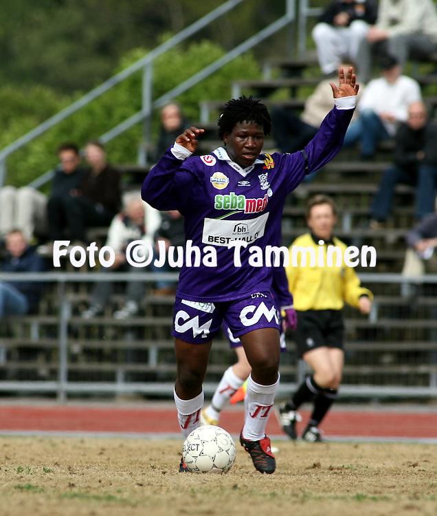 25.05.2006, Kerttula, Raisio, Finland..Naisten SM-sarja 2006.Sporting Club Raisio - FC United Pietarsaari.Rita Chikwelu - United.©Juha Tamminen.....ARK:k