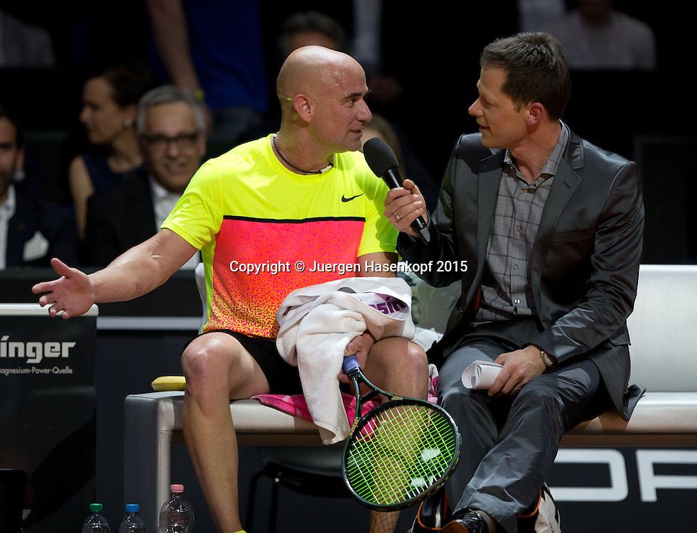 Schaukampf Andre Agassi und Thomas Muster,Moderator Sascha Bandermann spricht mit Andre w&auml;hrend der Spielpause.<br /> <br /> <br /> Tennis - Porsche Grand Prix - WTA -   - Stuttgart -  - Germany  - 20 April 2015. <br /> &copy; Juergen Hasenkopf