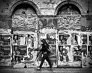 Javier Calvelo/ URUGUAY/ MONTEVIDEO/ Inmediaciones de la calle Fernandez Crespo / Recorrido para Montevideo Ciudad Ocre.<br /> En la foto:  Calle Fern&aacute;ndez Crespo en Montevideo. Foto: Javier Calvelo <br /> 20140826  dia martes