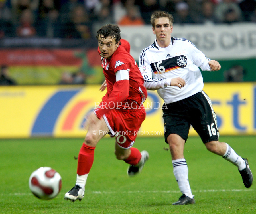 FRANKFURT, GERMANY - Wednesday, November 21, 2007: Wales' captain Simon Davies and Germany's Philipp Lahm during the final UEFA Euro 2008 Qualifying Group D match at the Commerzbank Arena. (Pic by David Rawcliffe/Propaganda)