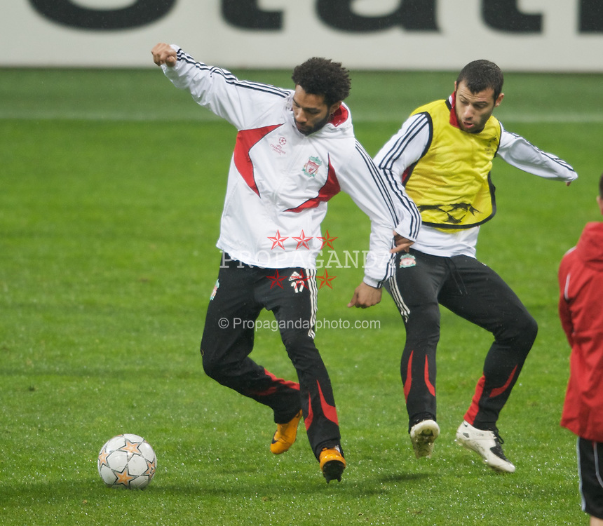 MILAN, ITALY - Monday, March 10, 2008: Liverpool's Jermaine Pennant and Javier Mascherano training at the San Siro Stadium ahead of the UEFA Champions League First knockout round 2nd Leg match against FC Internazionale Milano. (Pic by David Rawcliffe/Propaganda)