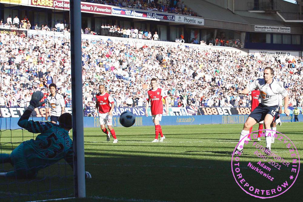 Kevin Davies of Bolton Wanderers has his penalty kick saved by Arsenal goalkeeper Wojciech Szczesny