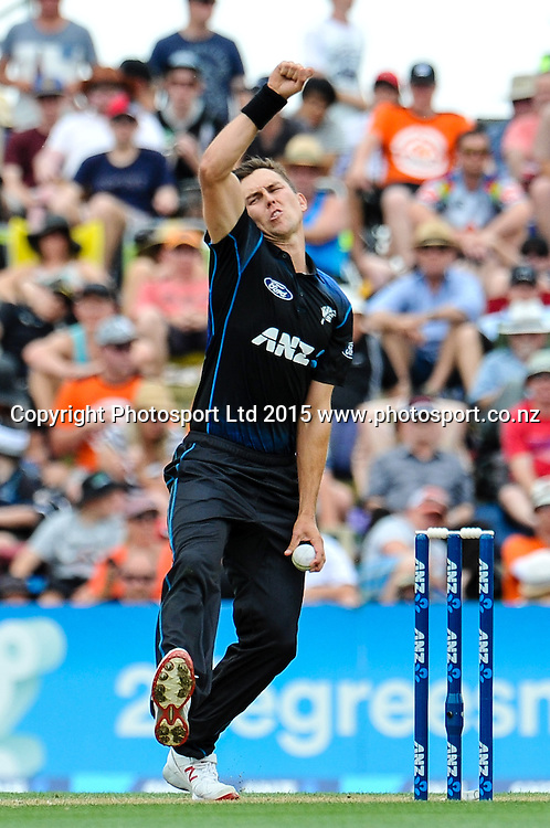 Trent Boult of the Black Caps in action in the first ODI, Black Caps v Sri Lanka, at Hagley Oval, Christchurch, 11 January 2015. Photo:John Davidson/www.photosport.co.nz