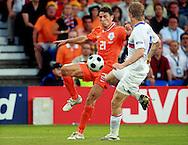 21-06-2008: Voetbal: Nederland-Rusland: Basel <br /> Ondanks het grote verlies van afgelopen week speelde Bouhlarouz een groot deel van de wedstrijd. Hier in duel met Denis Kolodin<br /> Foto: Geert van Erven
