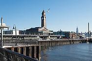New Jersey . hoboken railway station. and Manhattan Midtown cityscape in the distance. , Hudson river, / le skyline de Manhattan Dowton, l Hudson river, vue depuis Hoboken New Jersey  New York - Etats-unis