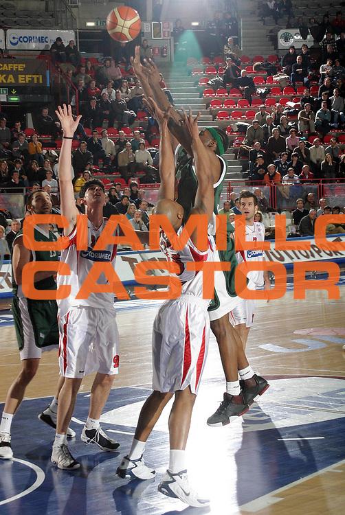 DESCRIZIONE : VARESE ULEB CUP 2004-2005<br /> GIOCATORE : MICKEAL<br /> SQUADRA : ALFA MAKEDONIKOS<br /> EVENTO : ULEB CUP 2004-2005<br /> GARA : CORIMEC VARESE-ALFA MAKEDONIKOS<br /> DATA : 01/02/2005<br /> CATEGORIA : Tiro<br /> SPORT : Pallacanestro<br /> AUTORE : AGENZIA CIAMILLO &amp; CASTORIA/G.COTTINI