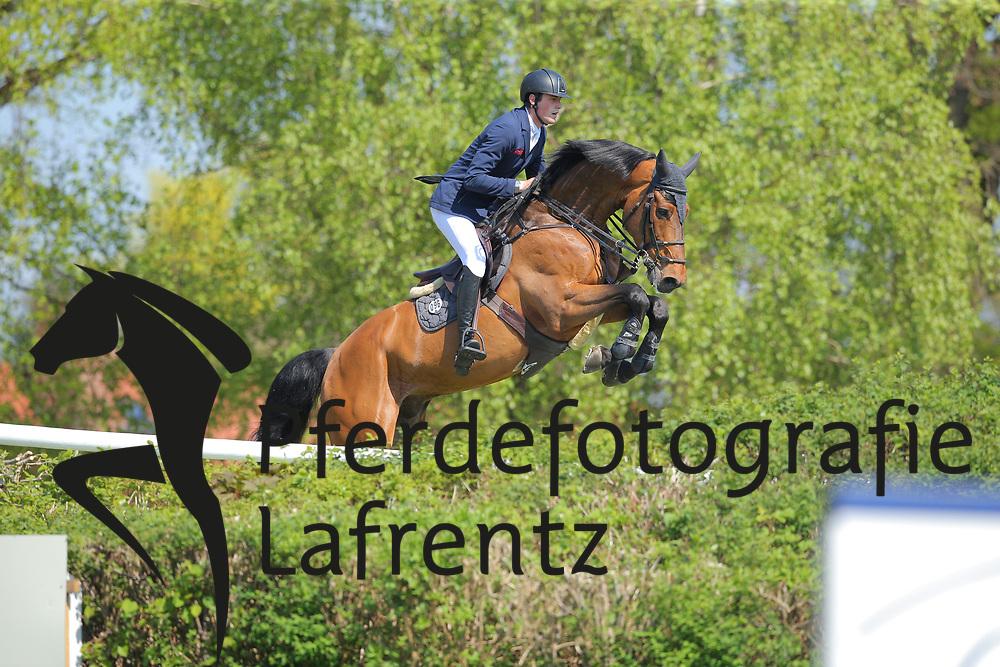 Hamburg - Hamburger Derby 2016<br /> Elbers, Vincent (GER) Felcidad<br /> &copy; Stefan Lafrentz