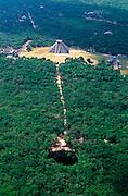 MEXICO, MAYAN, YUCATAN Chichén Itzá; El Castillo, Sacred Cenote