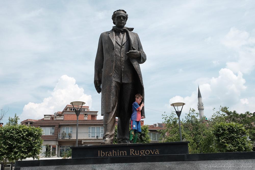 Impressionen aus der Fussgängerzone im Zentrum von Pristina.