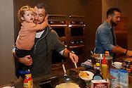 30-01-2016 VOETBAL:WILLEM II:PANNENKOEKENBAKKEN<br /> Bij CVT Tilburg waren Robbie Haemhouts van Willem II en Kostas Lamprou van Willem II om pannenkoeken te bakken voor supporters en bezoekers. Robbie Haemhouts met zijn dochter Liv<br /> <br /> Foto: Geert van Erven
