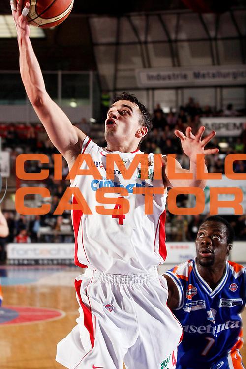 DESCRIZIONE : Varese Lega A1 2007-08 Cimberio Varese Tisettanta Cantu<br /> GIOCATORE : Marco Passera<br /> SQUADRA : Cimberio Varese<br /> EVENTO : Campionato Lega A1 2007-2008<br /> GARA : Cimberio Varese Tisettanta Cantu<br /> DATA : 30/03/2008<br /> CATEGORIA : Tiro<br /> SPORT : Pallacanestro<br /> AUTORE : Agenzia Ciamillo-Castoria/G.Cottini