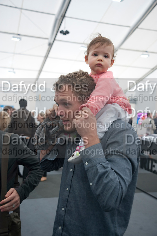 ALEX FLICK; MIRA FLICK, Opening of Frieze 2009. Regent's Park. London. 14 October 2009 *** Local Caption *** -DO NOT ARCHIVE-© Copyright Photograph by Dafydd Jones. 248 Clapham Rd. London SW9 0PZ. Tel 0207 820 0771. www.dafjones.com.<br /> ALEX FLICK; MIRA FLICK, Opening of Frieze 2009. Regent's Park. London. 14 October 2009