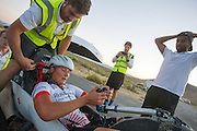Yasmin Tredell tijdens de vijfde racedag. In Battle Mountain (Nevada) wordt ieder jaar de World Human Powered Speed Challenge gehouden. Tijdens deze wedstrijd wordt geprobeerd zo hard mogelijk te fietsen op pure menskracht. Het huidige record staat sinds 2015 op naam van de Canadees Todd Reichert die 139,45 km/h reed. De deelnemers bestaan zowel uit teams van universiteiten als uit hobbyisten. Met de gestroomlijnde fietsen willen ze laten zien wat mogelijk is met menskracht. De speciale ligfietsen kunnen gezien worden als de Formule 1 van het fietsen. De kennis die wordt opgedaan wordt ook gebruikt om duurzaam vervoer verder te ontwikkelen.<br /> <br /> In Battle Mountain (Nevada) each year the World Human Powered Speed Challenge is held. During this race they try to ride on pure manpower as hard as possible. Since 2015 the Canadian Todd Reichert is record holder with a speed of 136,45 km/h. The participants consist of both teams from universities and from hobbyists. With the sleek bikes they want to show what is possible with human power. The special recumbent bicycles can be seen as the Formula 1 of the bicycle. The knowledge gained is also used to develop sustainable transport.
