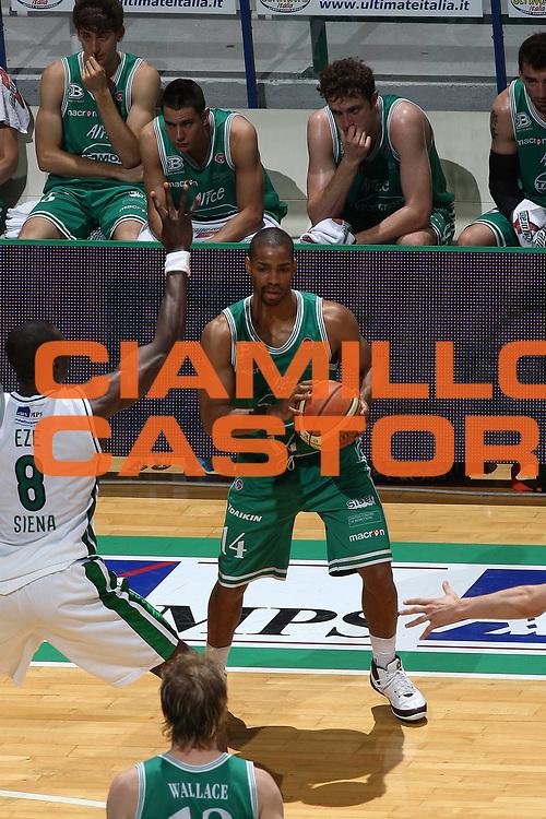DESCRIZIONE : Siena Lega A 2008-09 Playoff Semifinale Gara 1 Montepaschi Siena Benetton Treviso<br /> GIOCATORE : Gary Neal<br /> SQUADRA : Benetton Treviso<br /> EVENTO : Campionato Lega A 2008-2009<br /> GARA : Montepaschi Siena Benetton Treviso<br /> DATA : 30/05/2009<br /> CATEGORIA : <br /> SPORT : Pallacanestro<br /> AUTORE : Agenzia Ciamillo-Castoria/C.De Massis