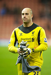 26.12.2012, Britannia Stadion, Stoke on Trent, ENG, Premier League, Stoke City vs FC Liverpool, 19. Runde, im Bild Liverpool's goalkeeper Jose Reina walks off dejected after losing 3-1 to Stoke City during the English Premier League 19th round match between Stoke City FC and FC Liverpool at the Britannia Stadium, Stoke on Trent, Great Britain on 2012/12/26. EXPA Pictures © 2012, PhotoCredit: EXPA/ Propagandaphoto/ David Rawcliffe..***** ATTENTION - OUT OF ENG, GBR, UK *****