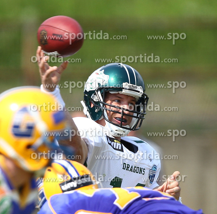 25.04.2010, Eggenberg Stadion, Graz, AUT, AFL, Turek Graz Giants vs Danube Dragons, im Bild Pass von QB Eric David Marty, Danube Dragons ,  EXPA Pictures © 2010, PhotoCredit: EXPA/ T. Haumer / SPORTIDA PHOTO AGENCY