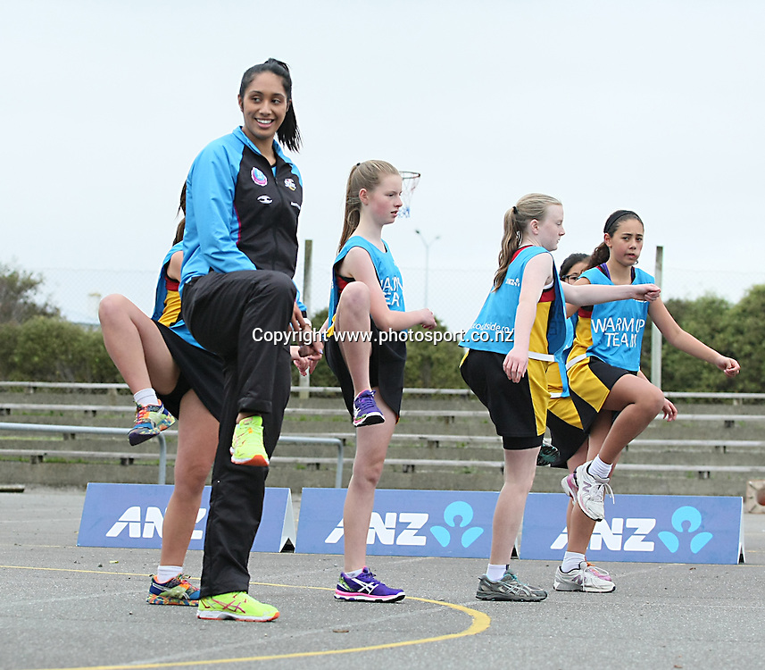 Winners of the Win a Warmup Hargest 8 Gold ( 12- 13 years) with Southern Steel's Phoenix Karaka at the ANZ Championship Roadshow, Win a Warmup, ILT Stadium Southland, Invercargill, New Zealand, Saturday, May 10, 2014. Photo: Dianne Manson / photosport.co.nz.