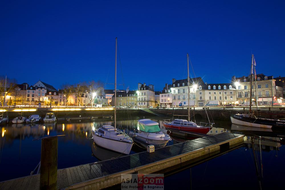 Le port de Vannes dans le Morbihan au Petit matin