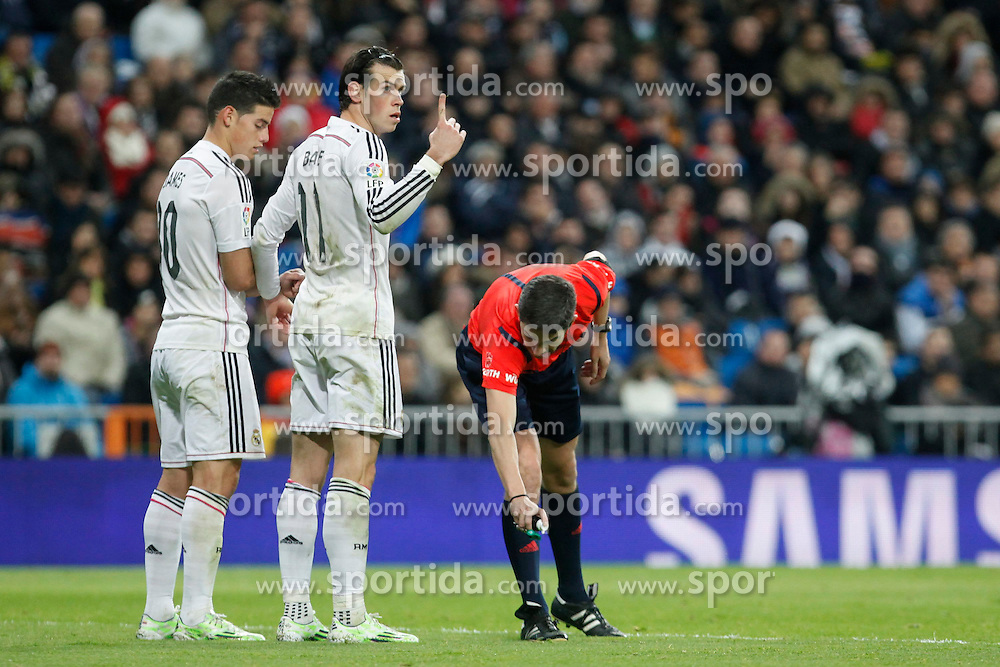 06.12.2014, Estadio Santiago Bernabeu, Madrid, ESP, Primera Division, Real Madrid vs Celta Vigo, 14. Runde, im Bild Real Madrid&acute;s James Rodriguez and Gareth Bale // during the Spanish Primera Division 14th round match between Real Madrid CF and Celta Vigo at the Estadio Santiago Bernabeu in Madrid, Spain on 2014/12/06. EXPA Pictures &copy; 2014, PhotoCredit: EXPA/ Alterphotos/ Victor Blanco<br /> <br /> *****ATTENTION - OUT of ESP, SUI*****