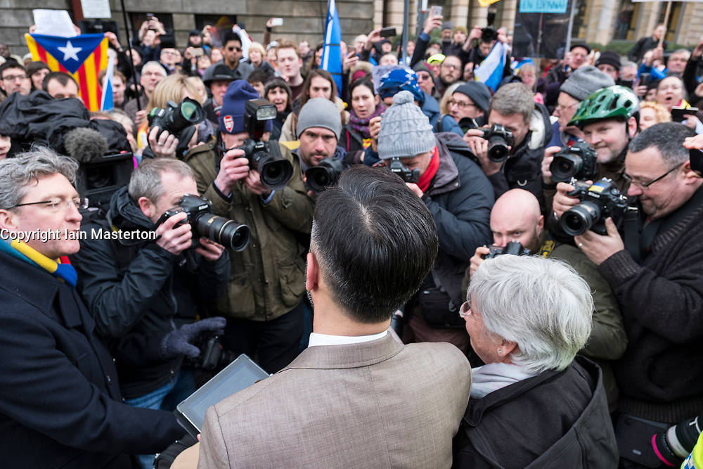 Edinburgh, Scotland,UK. 28 March 2018.  Clara Ponsati  addressing supported after leaving Edinburgh Sheriff Court following her hearing. Ponsati faces extradition to Spain to face charges of rebellion over her support of Catalan Independence.