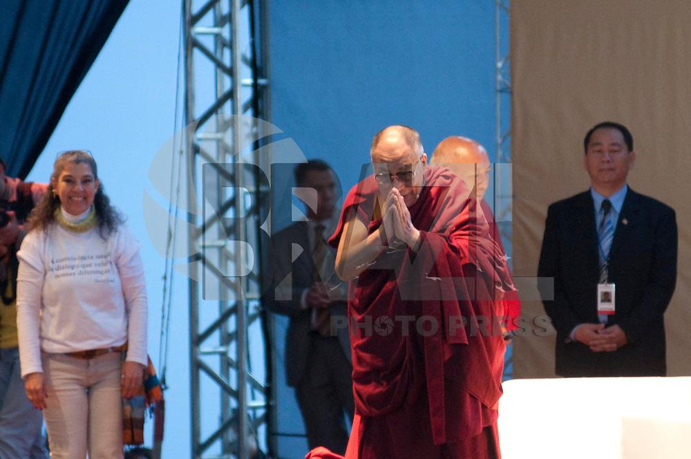 SAO PAULO, 17  DE SETEMBRO DE 2011 - DALAI LAMA EM SP - Líder e monge tibetano Dalai Lama, realizou uma palestra aberta ao público na manhã deste sabado (17) no Pavilhão Oeste do Parque das Convenções do Anhembi, zona norte de São Paulo. FOTO: LEVI BIANCO - NEWS FREE