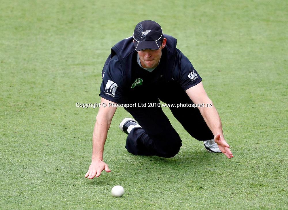 Blackcaps fielder James Franklin. International One Day Cricket, New Zealand Blackcaps v Bangladesh, AMI Stadium, Christchurch, New Zealand. Thursday 11 February 2010. Photo: Simon Watts/PHOTOSPORT