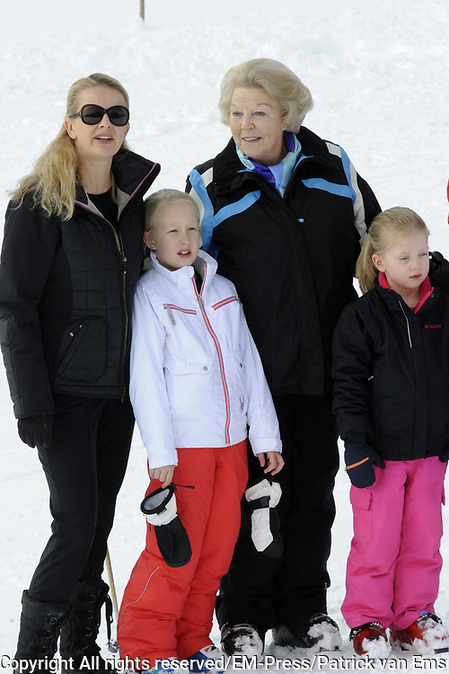 Fotosessie met de koninklijke familie in Lech /// Photoshoot with the Dutch royal family in Lech .<br /> <br /> Op de foto / On the photo:  Prinses Mabel met haar kinderen Luana en Zaria en Prinses Beatrix ///// Prinsess Mabel with her kids Luana en Zaria and Prinsess Beatrix