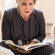 NLD/Baarn/20171010 - Laurentien aanwezig bij Dag van de Duurzaamheid, Prinses Laurentien leest voor