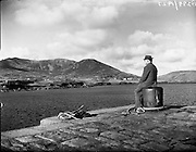26-29/01/1960<br /> 01/26-29/1960<br /> 26-29 January 1960<br /> Gael-Linn Special at Gweedore and Teelin Co. Donegal. Man sitting on quay.