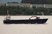 Lasteb&aring;ten Torvind p&aring; vei ut Ellings&oslash;yfjorden.<br /> Foto: Svein Ove Ekornesv&aring;g