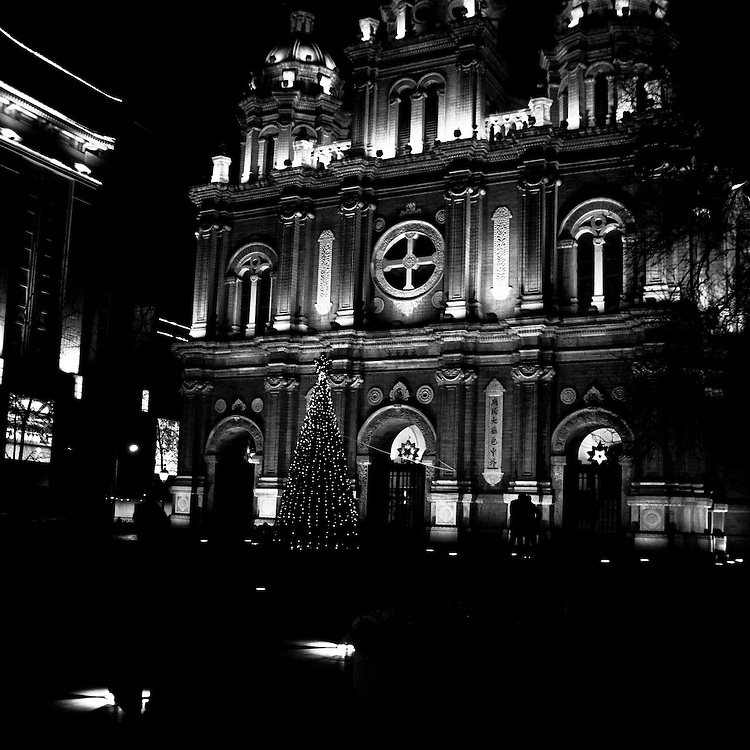 The catholic church of Wangfujing also called East Church (Dongchang), where a midnight mass is given every year by clercks of the official church. Beijing - december 21 2010
