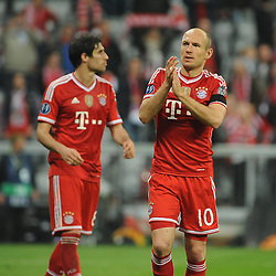 29.04.2014, Allianz Arena, Muenchen, GER, UEFA CL, FC Bayern Muenchen vs Real Madrid, Halbfinale, Ruckspiel, im Bild Arjen Robben (FC Bayern Muenchen) bedankt sich beim Publikum. Links Javier Martinez (FC Bayern Muenchen) // during the UEFA Champions League Round of 4, 2nd Leg Match between FC Bayern Munich vs Real Madrid at the Allianz Arena in Muenchen, Germany on 2014/04/30. EXPA Pictures &copy; 2014, PhotoCredit: EXPA/ Eibner-Pressefoto/ Stuetzle<br /> <br /> *****ATTENTION - OUT of GER*****