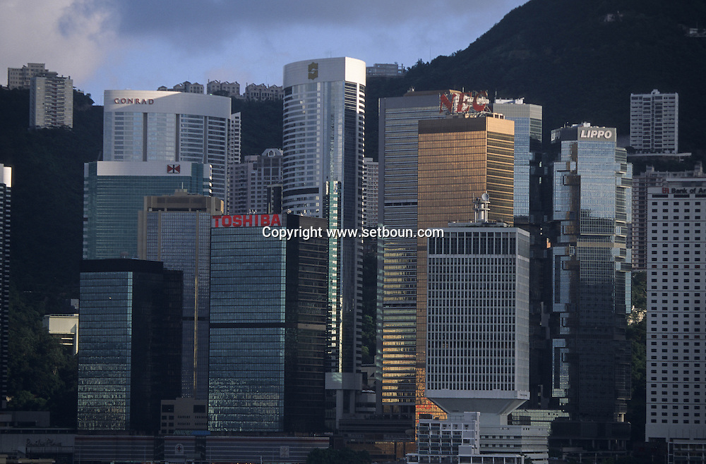 Hong Kong. Bank of China and the parliament (LEGCO) ile victoria. .   / front de mer/ tours /central. Óle victoria:  / L940628e R93/22