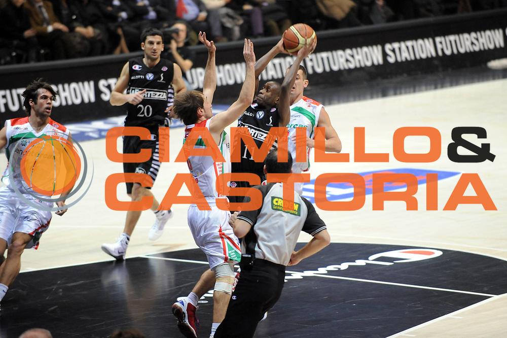 DESCRIZIONE : Bologna Final Eight 2009 Semifinale Bancatercas Teramo La Fortezza Virtus Bologna<br />GIOCATORE : Earl Boykins<br />SQUADRA : La Fortezza Virtus Bologna<br />EVENTO : Tim Cup Basket Coppa Italia Final Eight 2009 <br />GARA : Bancatercas Teramo La Fortezza Virtus Bologna<br />DATA : 21/02/2009 <br />CATEGORIA : Tiro<br />SPORT : Pallacanestro <br />AUTORE : Agenzia Ciamillo-Castoria/G.Ciamillo<br />Galleria : Final Eight 2009 <br />Fotonotizia : Bologna Final Eight 2009 Semifinale Bancatercas Teramo La Fortezza Virtus Bologna<br />Predefinita :
