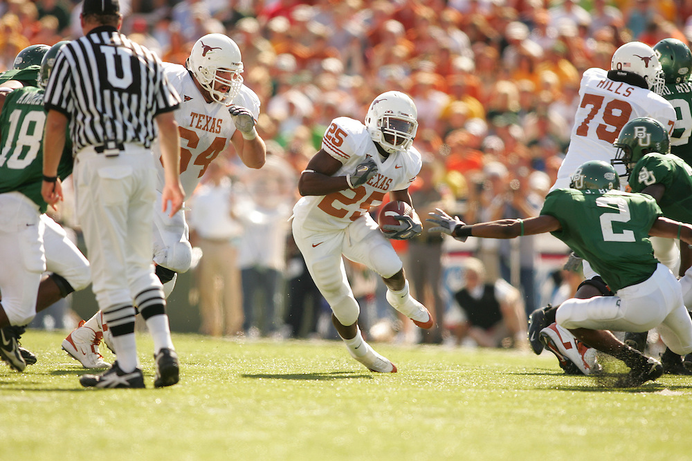Jamaal Charles.Texas Longhorns at Baylor bears.Floyd Casey Stadium.Waco TX.Saturday, November 5  2005.11-05-05.photograph by Darren Carroll.