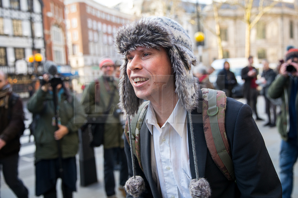 © Licensed to London News Pictures. 05/02/2018. London, UK. Alleged computer hacker Lauri Love arrives at the High Court to find out if he has successfully challenged a ruling that he can be extradited to the US. Photo credit : Tom Nicholson/LNP