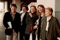 15.12.1998, Deutschland/Bonn:<br /> Die Vorstandsmitglieder des Bundesvorstandes Bündnis 90/Die Grünen: Dietmar Strehl, Schatzmeister, Reinhard Bütikofer, politischer Geschäftsführer, Antje Radcke, Gunda Röstel, Sprecherinnen des Bundesvorstandes, und Angelika Albrecht, frauenpolitische Sprecherin; nach einer Pressekonferenz zur konstituierenden Sitzung, Haus der Geschichte, Bonn <br /> IMAGE: 19981215-03/01-35<br /> KEYWORDS: Gunda Roestel, Reinhard Buetikofer