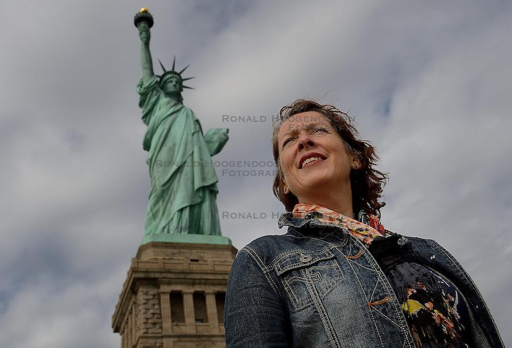 01-01-2013 ALGEMEEN: BVDGF NY MARATHON: NEW YORK <br /> Opweg naar de south Ferry's voor een bezoek aan Ellis Island en Liberty Island is een klein onbewoond eiland in de Haven van New York en New Jersey gelegen in de monding van de Hudson River. Op het eiland staat het wereldberoemde Vrijheidsbeeld / NY item Igna<br /> ©2013-WWW.FOTOHOOGENDOORN.NL