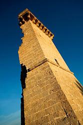 """Una delle quattro colonne diroccate che danno il nome alla località """"Quattro colonne""""."""