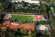 Nederland, Zuid-Holland, Boskoop, 19-09-2009; atletiekbaan en tennisvelden, sintelbaan en kunstgras .athletics track and tennis courts.luchtfoto (toeslag), aerial photo (additional fee required).foto/photo Siebe Swart