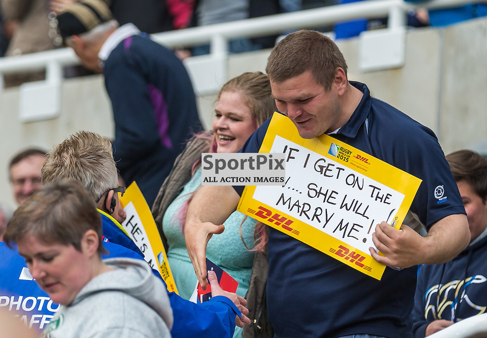 A fan proposes to his girfriend before the Rugby World Cup match between Scotland and Samoa (c) ROSS EAGLESHAM | Sportpix.co.uk