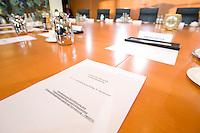 """20 OCT 2008, BERLIN/GERMANY:<br /> Tischvorlage zur Beschlussfassung """"Verordnung zur Durchfuehrung des Finanzmarktstabilisierungsfondsgesetzes"""" auf dem Platz des Finanzministers, vor Beginn einer Sondersitzung des Kabinetts zum Finanzmarktstabilisierungsfondsgesetz, Kabinettsaal, Bundeskanzleramt<br /> IMAGE: 20081020-01-001<br /> KEYWORDS: Kabinettsitzung, Apier, Akte, Unterlage, Vorlage"""