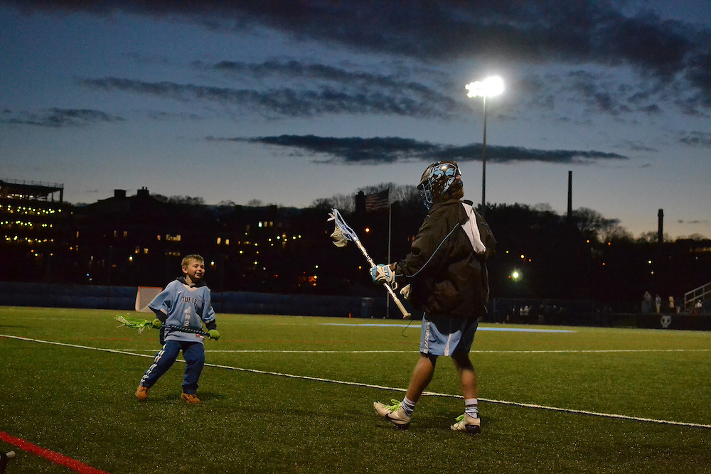 16/4/12 – Medford/Somerville, MA – Tufts men's lacrosse team players at the game versus Endicott April. 12, 2016. (Ziqing Xiong / The Tufts Daily)