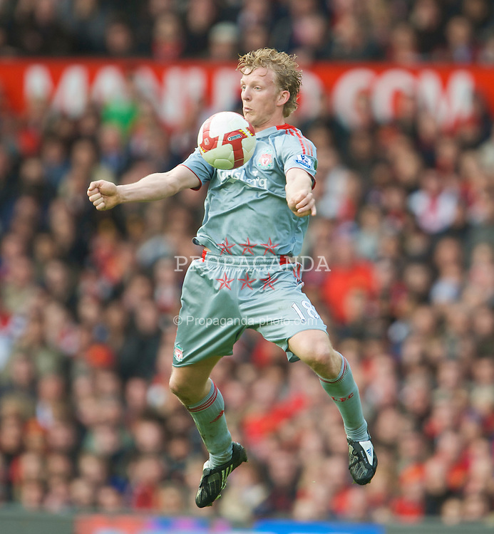 MANCHESTER, ENGLAND - Saturday, March 14, 2009: Liverpool's Dirk Kuyt in action against Manchester United during the Premiership match at Old Trafford. (Photo by David Rawcliffe/Propaganda)