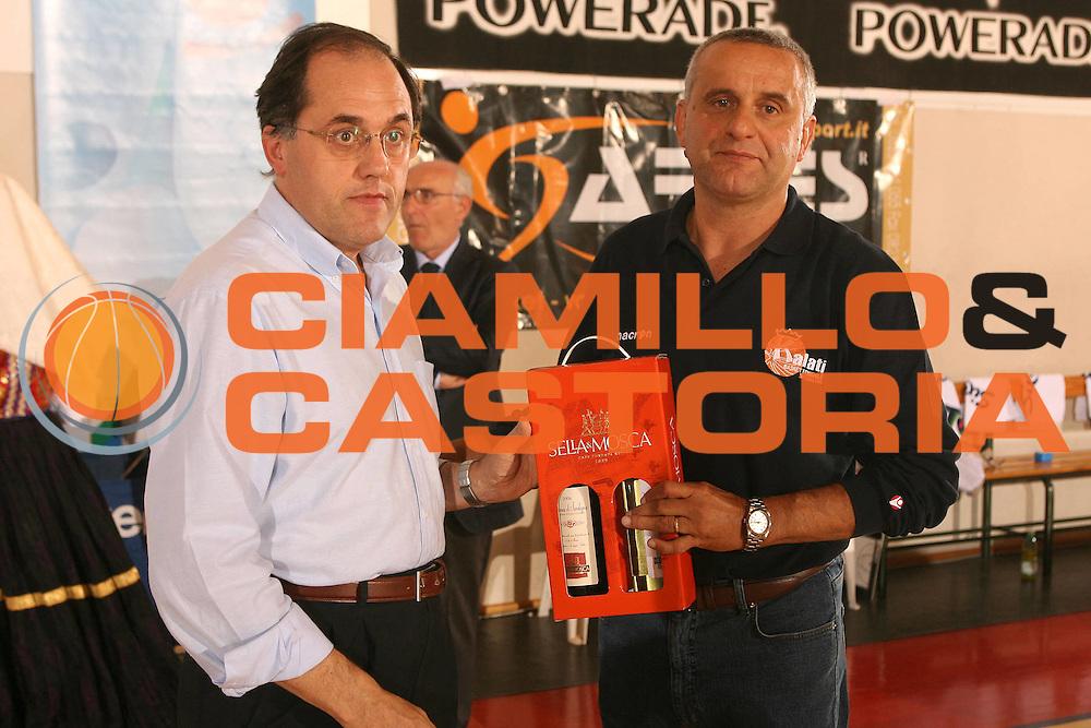 DESCRIZIONE : Cagliari Lega A1 Femminile 2006-07 Prima Giornata Trogylos Priolo Maddaloni Basket <br /> GIOCATORE : Palazzino Francesco <br /> SQUADRA : Maddaloni Basket <br /> EVENTO : Campionato Lega A1 2006-2007 Prima Giornata <br /> GARA : Trogylos Priolo Maddaloni Basket <br /> DATA : 08/10/2006 <br /> CATEGORIA : Premiazione <br /> SPORT : Pallacanestro <br /> AUTORE : Agenzia Ciamillo-Castoria/S.D'Errico