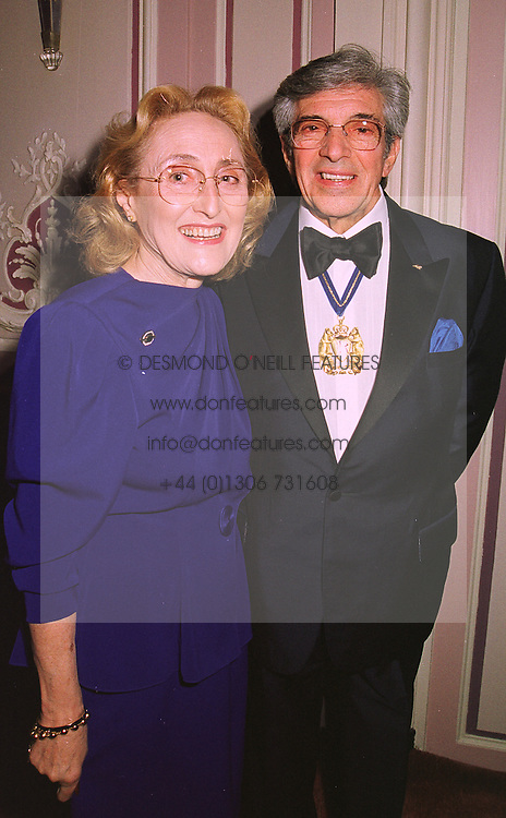 MR & MRS FRANKIE VAUGHAN he is the entertainer, at a dinner in London on 5th November 1998.MLR 10